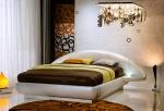 Бяла луксозна спалня