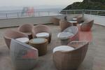 Елегантни и удобни маси и столове от светъл ратан
