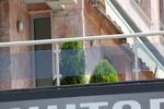 балконски парапети от инокс и сиво стъкло по поръчка