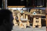 битова маса с две дървени пейки по поръчка