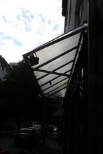 плоски навеси от поликарбонат за обществени сгради и обществени места