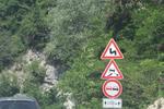 производство и монтаж на предупредителни пътни знаци