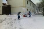 Ръчно снегопочистване по поръчка
