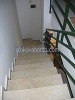 мраморно облицоване по поръчка на стълбище