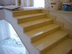 облицовка с мрамор на стълбище