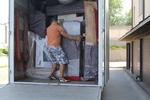 премествания на мебели и обзавеждане. по поръчка