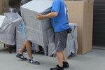 разтоварване на мебели и обзавеждане от камион по поръчка