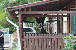 дървена пристройка към къща
