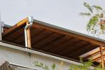 Изработка на дървен навес за балкон по поръчка