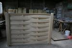 изработка на дървени пана от чам за огради