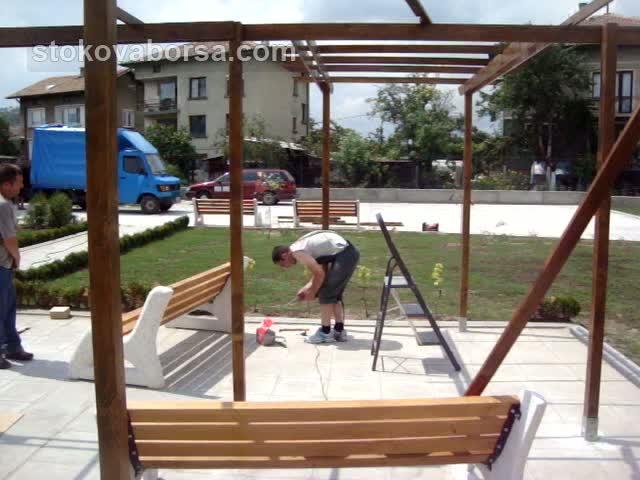 Изработка на дървени навеси по поръчка