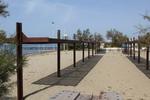 навес от дървен материал за плаж